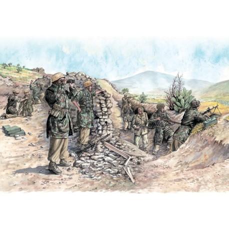 Italeri WW2 German paratroopers (tropical uniform)