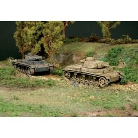 Italeri 1/72 Pz.Kpfw.III Ausf.J (2 Fast Assembly Models)