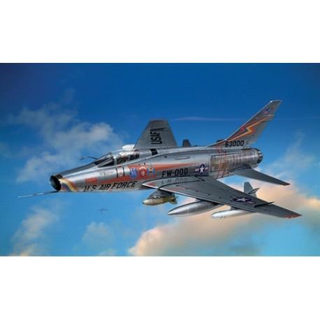 Italeri F-100 D SUPER SABRE